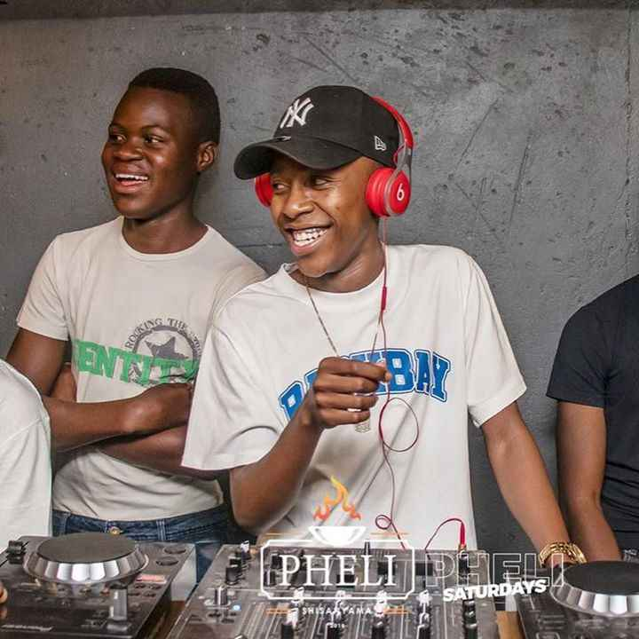 Amapiano Moments: Vigro Deep on the Desk and Turntables